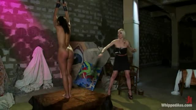 Lorelei Lee has some Slave Girls