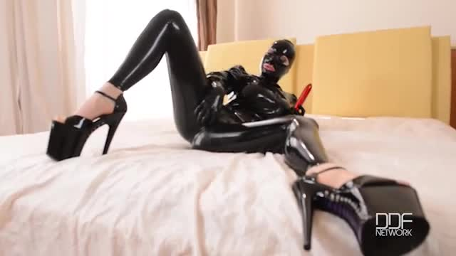 All Shiny - Latex Lucy