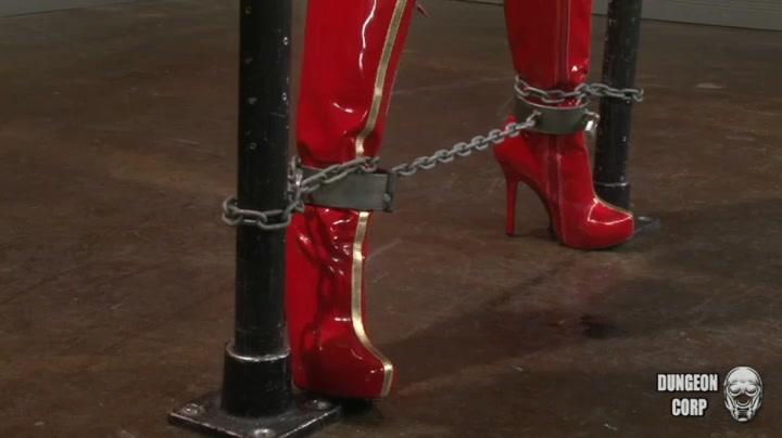 Vixxen climax tortured in chains