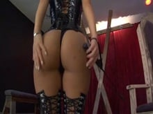 chinese Mistress and booty Worshiper