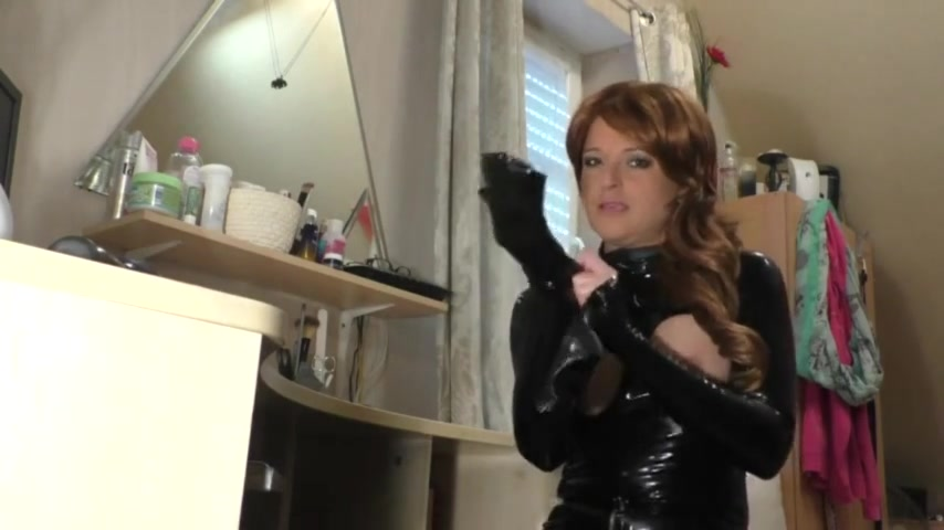Squirting Latex girl