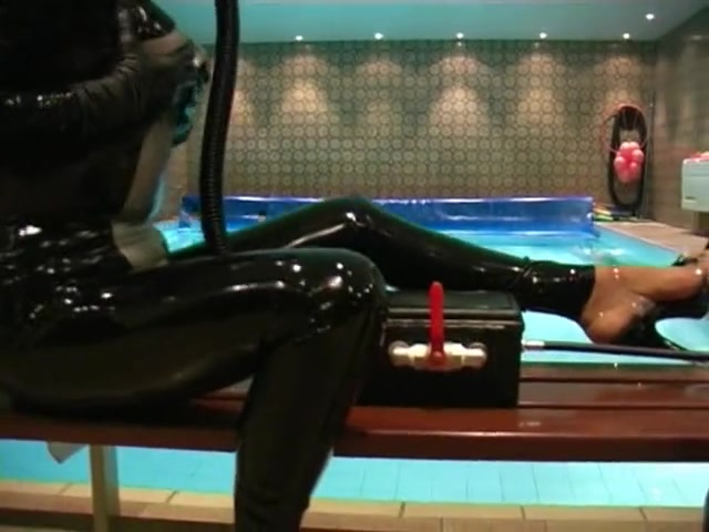 Breathplay by the pool