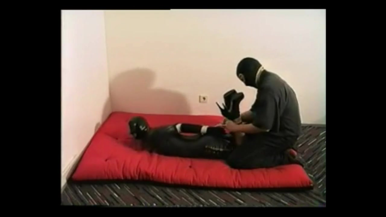 Slave Xaviera hogtied in Latex