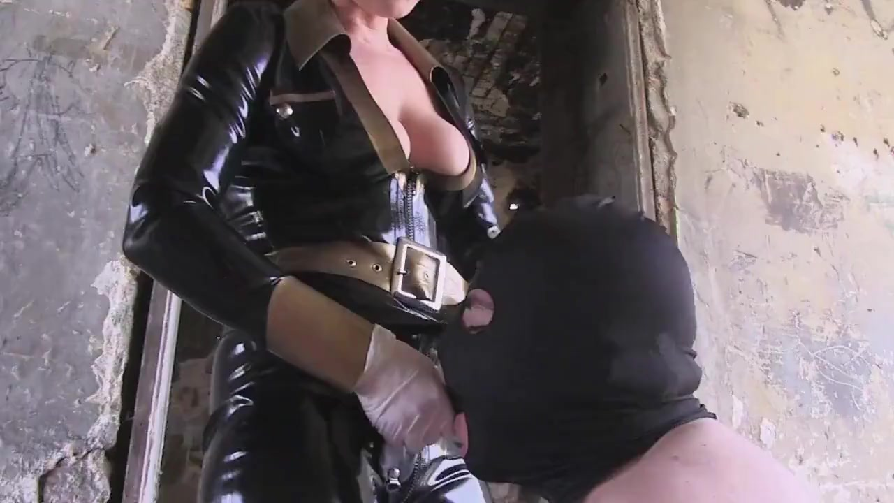 Mistress in Latex Pegging and Throatfucking
