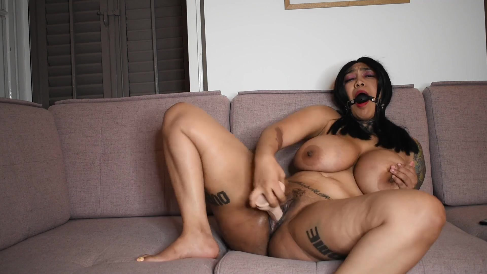 Cam slut With Dildo