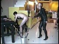 Leather Mistress punishes