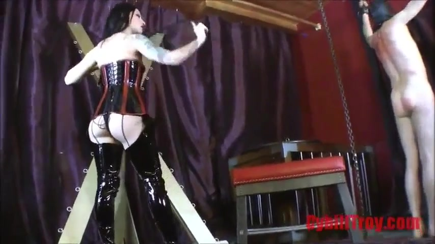 Domme Singletail Whips And Marks Naked Male Slave